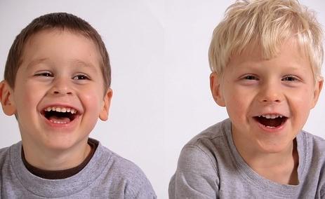 A los padres les preocupa que solo uno de sus dos hijos tenga acceso a un medicamento para la fibrosis quística