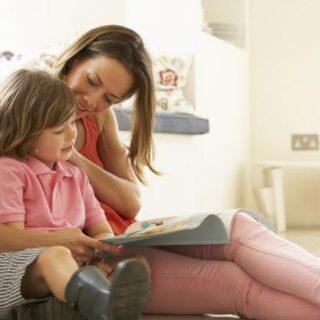 Cinco trucos súper útiles para que los niños adoren la lectura